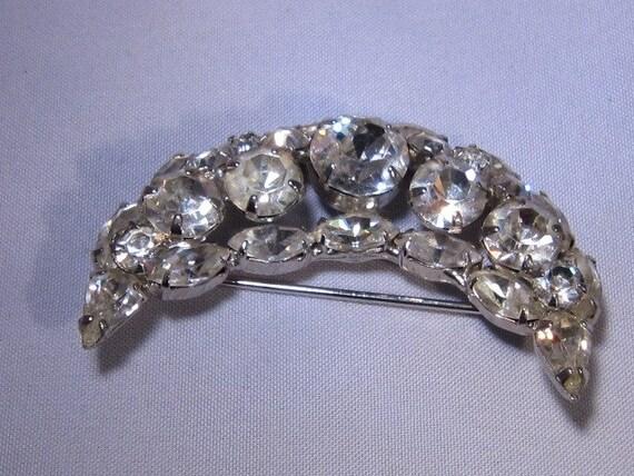 Vintage Weiss rhinestone crescent brooch