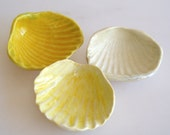 Ceramic Seashell, trinket bowl, beach decor, ring dish, salt dish, ocean inpsired, shell, yellow and white, earring dish