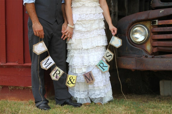 MR & MRS burlap banner flanked with two hearts