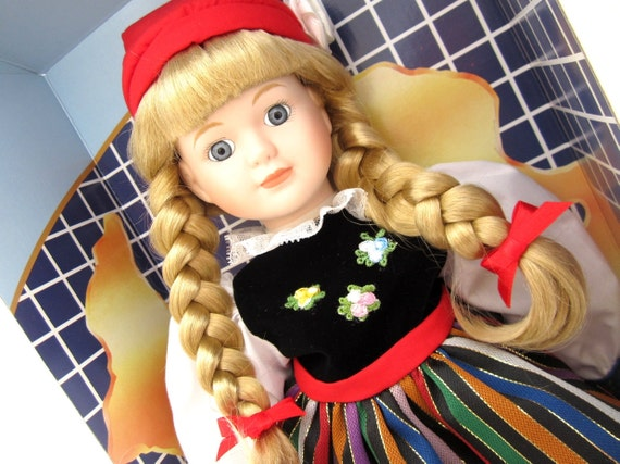Vintage Dolls of The World Dolls of The World Poland