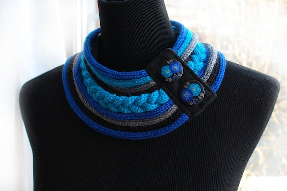 Knitted necklace with hand painted presbuttons
