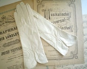 White Kid Gloves with Superb Scallops Vintage New Old Stock Size 6 or 6.5