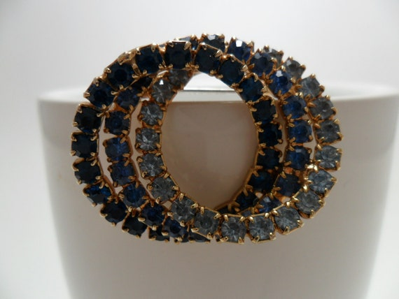 Vintage Brooch / Pin Blue GLASS Rhinestones Pronged Gold Tone Metal Swirl 1960s Mid Century