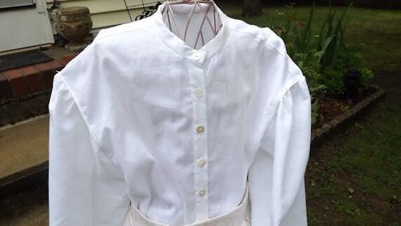 Girls Muslin Civil War Blouse Size 10 (M)