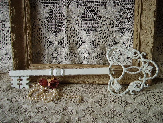 Shabby Cottage Romantic Painted Wall Key, creamy white, distressed, chippy, metal