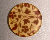 32mm Frosted Round Plastic Pendant with Flowers and Vines - Destash