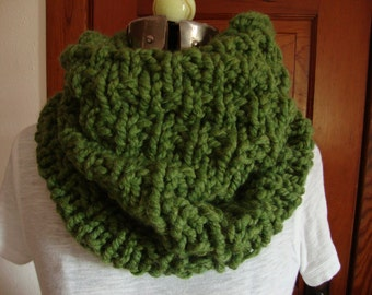 Cowl Hand knitted in Green