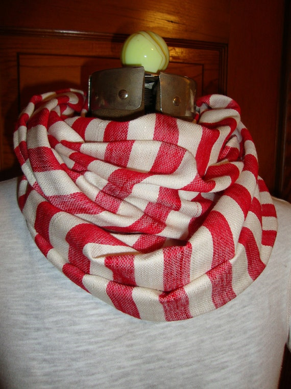 Scarf Infinty in a Red and white Stripe