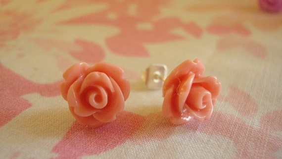 Beautiful Tiny Roses Lolita Earring Studs In Dusty Rose Pink