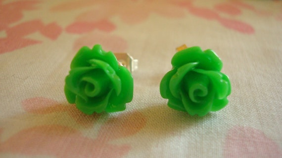 Beautiful Tiny Roses Lolita Earring Studs In Grassy Green