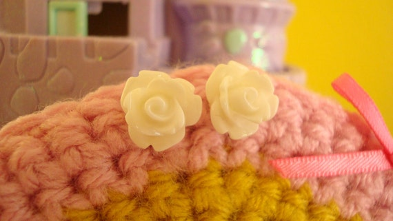 Beautiful Tiny Roses Lolita Earring Studs In White
