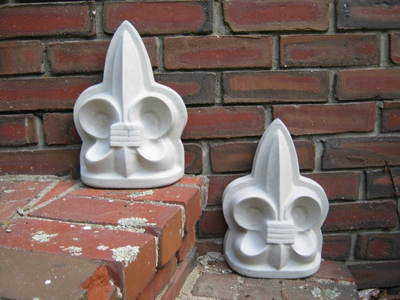 Wonderful Fleur De Lis Stone Concrete Decorative Garden Statue