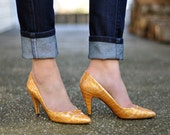80's Golden Yellow Embossed Pumps (Size 6)