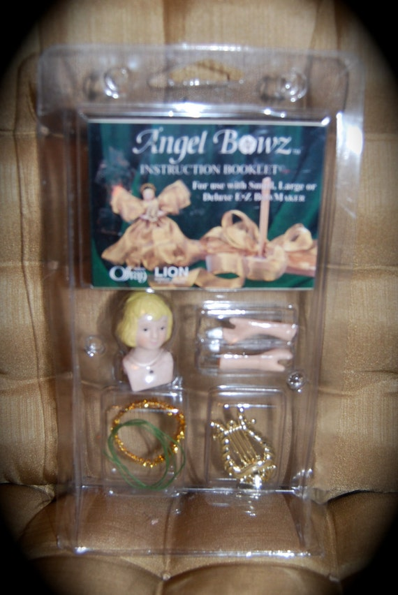 "Offray Angel Bowz Kit  Makes 7"" Angel with Porcelain Head, Arms Harp Wires Glitter Pipe Cleaners and Directions Using Your 1-2"" Wire Ribbon"