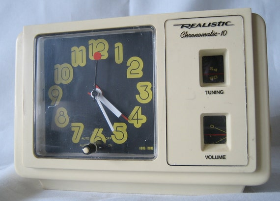 Groovy Vintage Realistic Chronomatic-10-AM Radio Clock