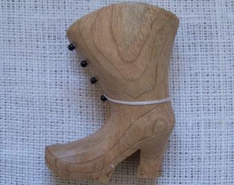 Carving Ladies High Shoe