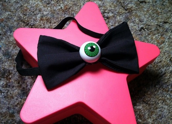Spooky green eyeball bow / bow tie