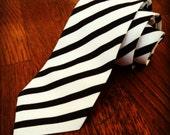 Black & White Modern Skinny Tie