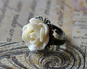 Vintage Cream Rose adjustable ring