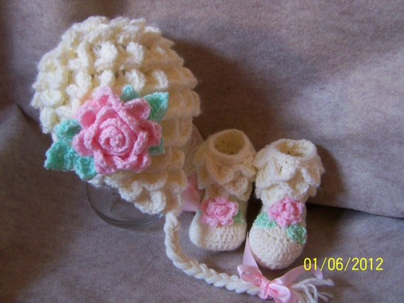 Crocodile stitch hat & boots for baby girl