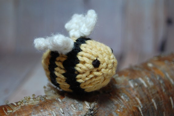 Knit Bumble Bee, Bee Holiday Ornament, Bumble Bee Toy, Bee Nursery, Insect Ornament Sculpture, Yellow and Black Nursery, Bee Christmas Decor