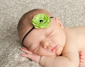 Green and Black Skinny Flower Headband Baby Photo Prop. Black Elastic. green and black headband. baby photography. Baby shower gift
