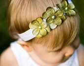 Green and White Hydrangea 3 flower headband. Baby girl headbands newborn headband. Elastic Flower headband. Baby photography prop photo