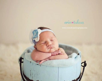 Light Blue and White Hydragnea Baby Flower Headband. Pearl Flower & Blue Netting Headband Baby headbands. Photography prop photo prop