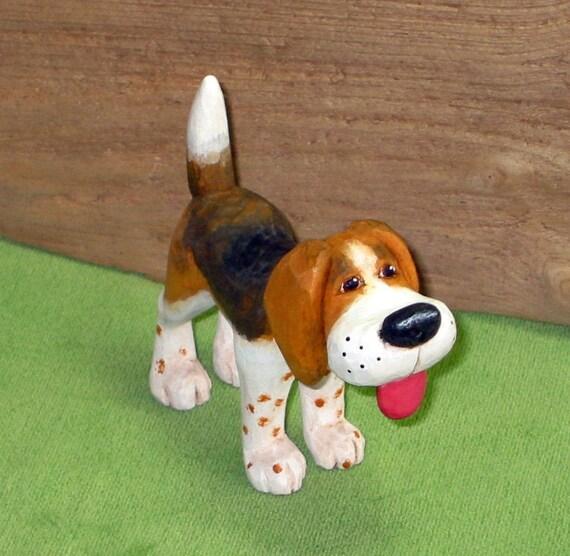BEAGLE / HARRIER Wood CARVING, Caricature Hound Dog, Hand Carved, Black Tan