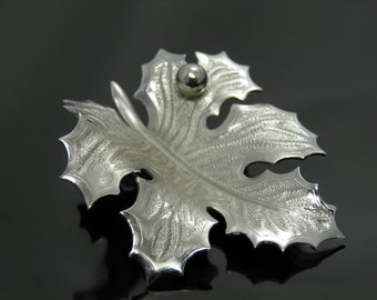 Vintage Giovanni Elegant Silvertone Figural Leaf Brooch With Single Berry