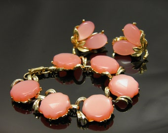 "Thermoset Lucite Peachy Pink Moonglow 6-1/4"" Bracelet And Clip Earrings Set In Goldtone"