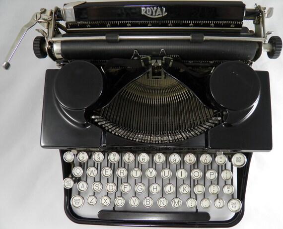 Vintage 1930s Royal Portable Typewriter Model P286861