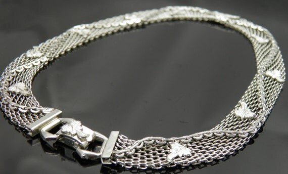 Silver Tone Mesh Necklace Choker With Leaves and Winding Chain