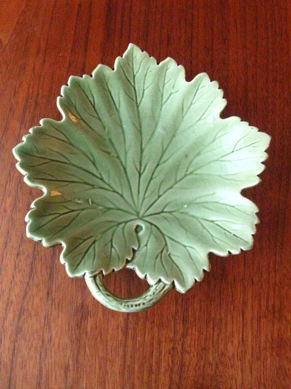 Green leaf in majolica style Made in Germany