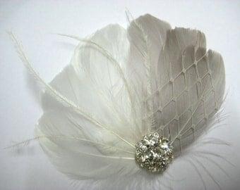 Wedding Bridal Off White Grey Feather Rhinestone Jewel Ivory Veiling Head Piece Hair Clip Fascinator Accessory