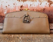 Horse Shoe Clutch  - vintage 50s 60s olive leather Equestrian lucky horsehoe medallion kisslock wallet