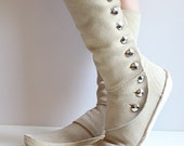 V I N T A G E bohemian off-white leather boots/moccasins size 7.5