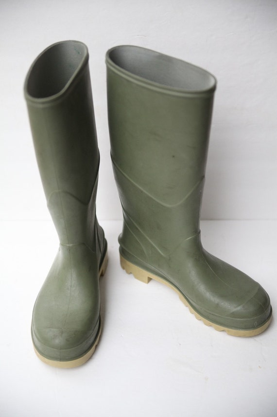 RESERVED FOR ROBY Size 9 Men's  Tall Green Rubber Boots