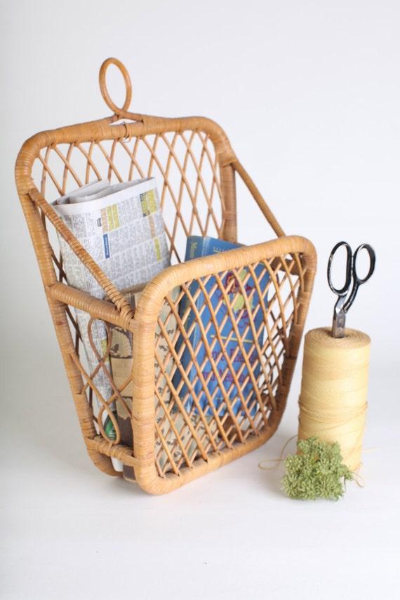 Wicker hanging book/magazine holder