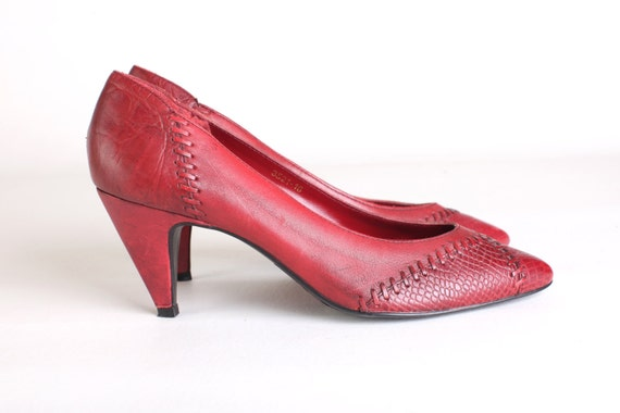 Vintage Size 8 Women's red leather pumps