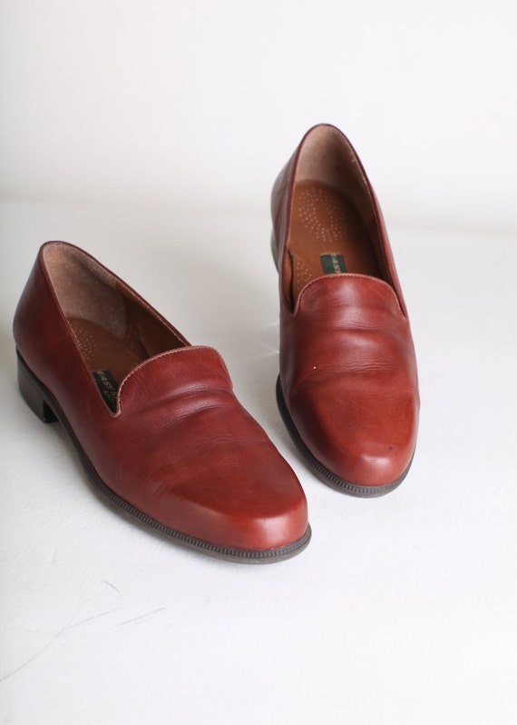Size 9.5  Women's brown leather flats
