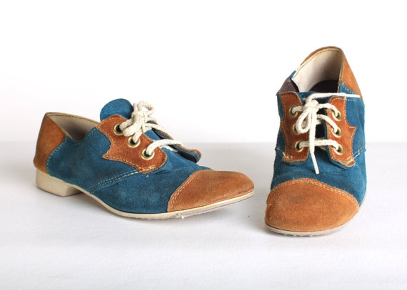 Size 6 Women's turquoise and brown suede  bowling shoes