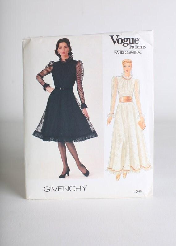 Women's 6-8-10 Vogue dress pattern, UNCUT, Wedding dress pattern