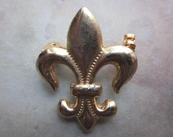 1 Vintage Gold Tone Fleur de lis Pin