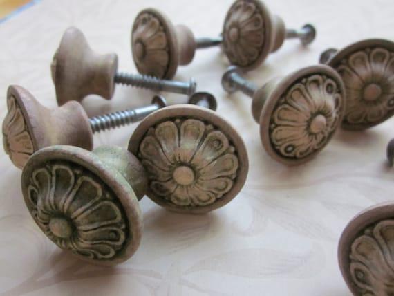 Vintage Wooden Floral Design Knobs