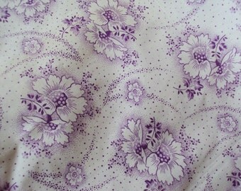 Vintage Fabric Lilac Flowers Daisies Never Been Used Suitable for Dolls Clothes Patchwork Quilting Lavender Bags Feedsack Pillow
