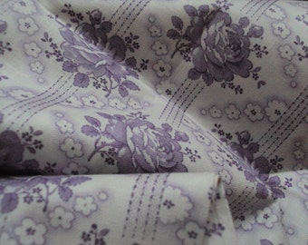 Vintage French Fabric Lilac Roses White Daisies Unused Suitable for Patchwork Quilting Lavender Bags Feedsack Pillow