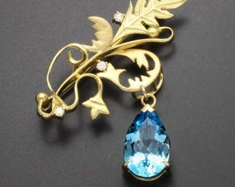 Acanthus 18K gold brooch featuring blue topaz