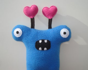Herman Hammerhead Monster Dog Toy with Hearts - Blue