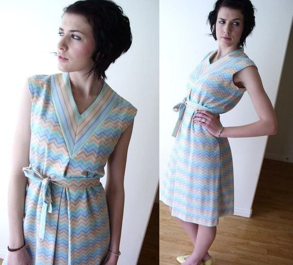 vtg 60s mod Chevron Zig Zag Striped SPACE AGE scooter belted DRESS sun Small gogo